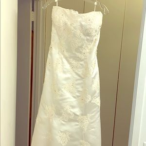 Beautiful NEW Off White Strapless Wedding Dress